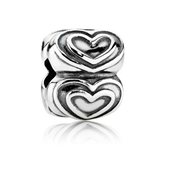 Pandora Queen of Hearts Clip