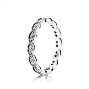 PANDORA Sparkling Midnight Leaves Band Ring