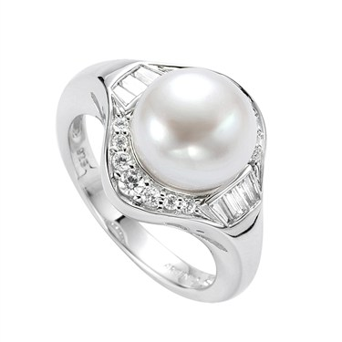 Argento Pearl and Crystal Ring
