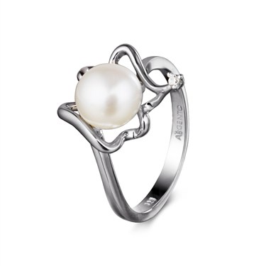 Argento Pearl and Crystal Twist Ring
